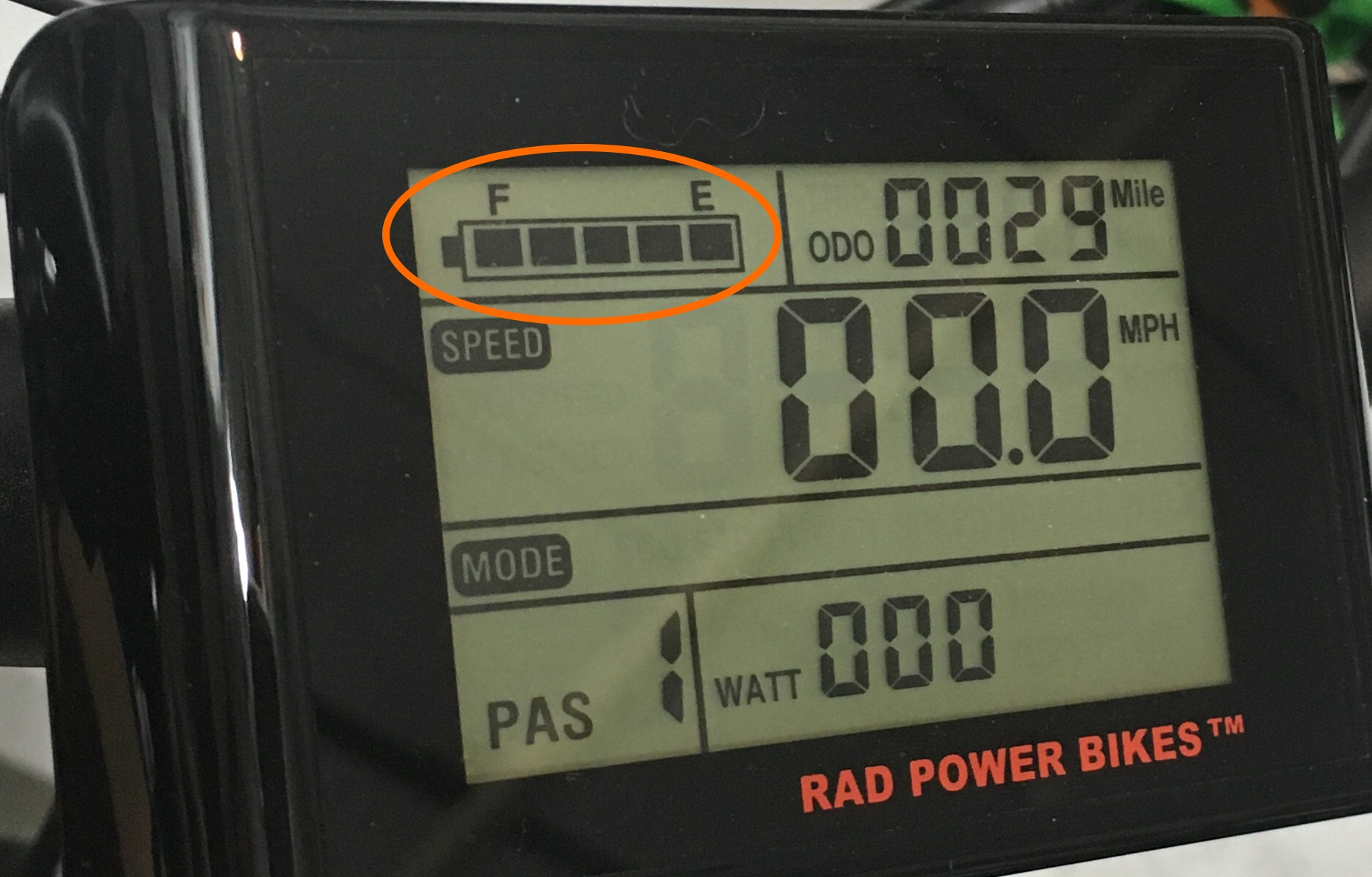 Battery_gauge_circled_LCD_display.jpg